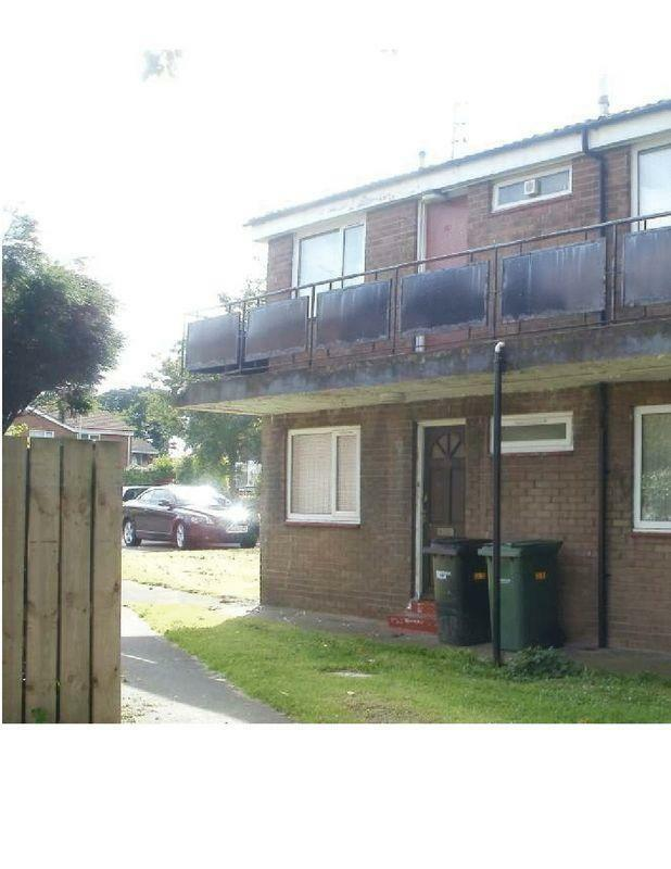 One bedroom unfurnished flat, available immediately, NO deposit