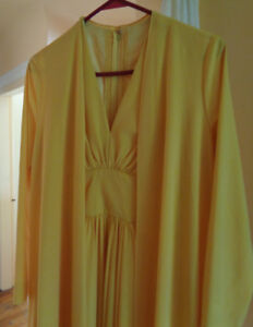 GOLDEN VINTAGE 2-PART LONG DRESS WITH ROBE - Size M