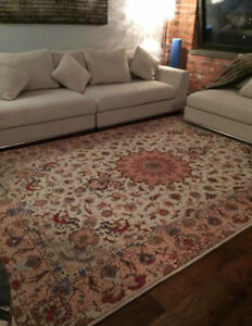 ***PERSIAN HAND MADE RUG IN PERFECT CONDITION***