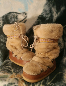 Faux Fur Embroidered Mukluks Moon Boot Womens Sz 9/10