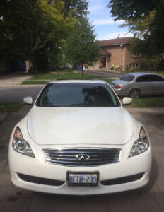 $22,000 ~~ 2010 Infinity AWD G37X ~~ Low 38,000 km
