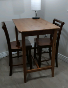 Solid wood desk (with 2 chairs)