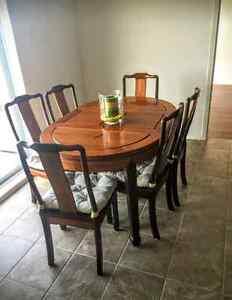 Moving sale! Idéal pour étudiant! Table en bois+6 chaises etc,