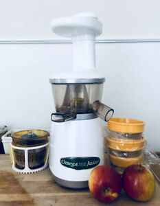 Omega VRT350 White Juicer & All Accessories Long-lasting Juices
