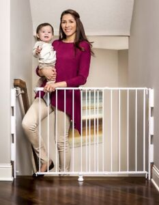New - Regalo Top Of Stairs Expandable Metal Gate