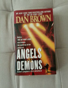 ANGELS  &  DEMONS  - NEVER  BEEN  READ - GREAT  FOR  GIFT!