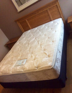Queen Size Bed With 2 Matching Night Tables - St. Thomas