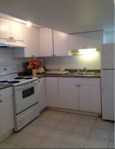 $530 Fully furnished room available Now (south vancouver)