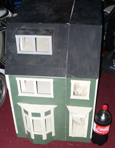 huge homemade dollhouse & lots of furniture,neads Renovations