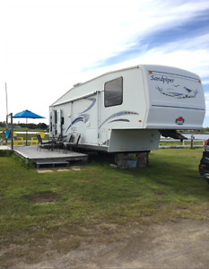 2004 Sandpiper 30 ft 5th Wheel