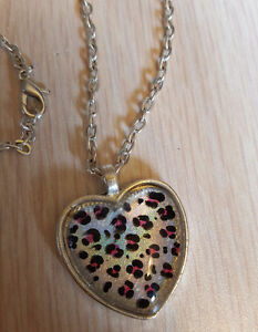 HEART SHAPED HAND PAINTED NECKLACE - SILVER & PINK LEOPARD PRINT