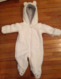 Brand New Carter's White Hooded Sherpa Bunting
