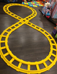 LARGE FIGURE 8 YELLOW TRACKS FOR RIDE ON VEHICLES USED