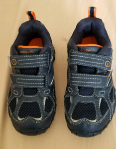 Stride Rite kids shoes size 11 (hardly used)
