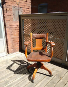 Beautiful Vintage 1920s Office Chair, Oak w/leather accents.