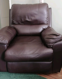 Brown Leather Recliner / Lazyboy