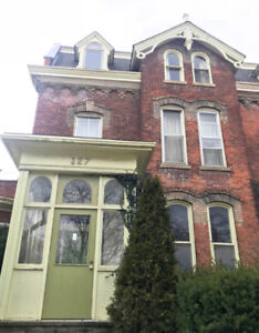 DO YOU WANT TO LIVE IN A MANSION-STUDENT RENTAL AVAILABLE MAY1ST
