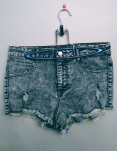 (NEW) HIGH WAISTED DISTRESSED JEAN SHORTS!!
