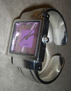 Ladies' chrome watch. Japanese movement