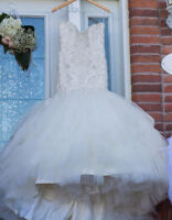 Beautiful wedding dress with vail - Negotiable