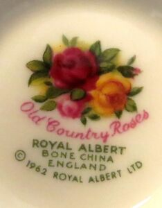 Lot de 4 belles tasses et secoupes en fine porcelaine Englaise Gatineau Ottawa / Gatineau Area image 2
