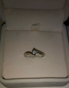 Beautiful 10K White Gold Engagement or Promise Ring
