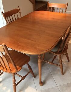 Kitchen table and chairs (6)