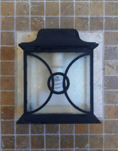 Great Shape! OUTDOOR Quality Wall Light with Bulb