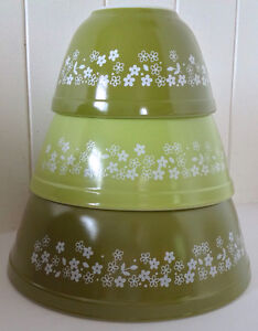 Vintage. Collection. Ensemble de trois bols PYREX