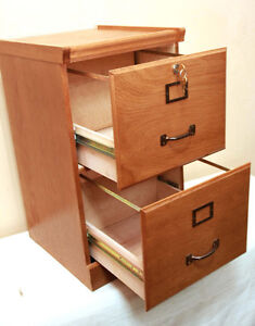 PERFECT SOLID WOOD OAK Filing Cabinet SEE VIDEO Kitchener / Waterloo Kitchener Area image 3