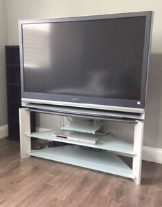 """50"""" Sony Trinitron Tv with original stand for sale!!"""