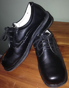 Boys' size 5 black dress shoes EUC