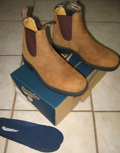 BLUNDSTONE CHISEL TOE BOOTS, SIZE 6 (9W/7M)