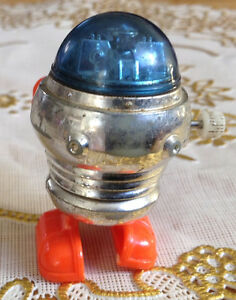 VTG ROBOT TOMY 1977 WALKING MINIATURE SPACE WIND UP TOY Gatineau Ottawa / Gatineau Area image 4