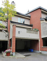 ANDREWMORRISEY.COM - Spacious Townhouse Nestled in Park Setting