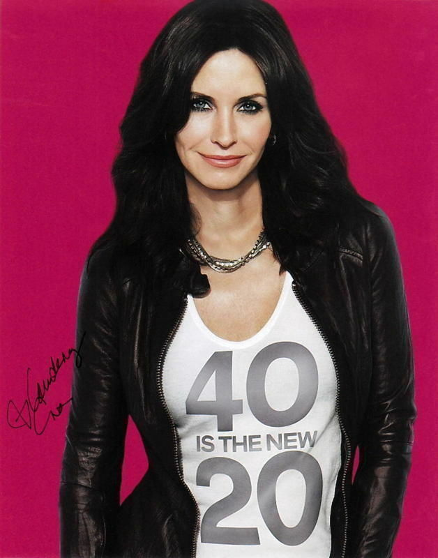 COURTENEY COX.. Cougar Town - SIGNED