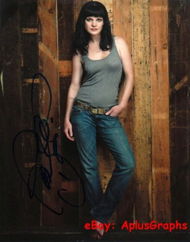 PAULEY PERRETTE.. Alluring Actress (NCIS) SIGNED