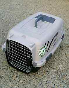 ☆☆☆ PET KENNEL / CARRIER!! *** IN VERY GOOD CONDITION!!! *** ☆☆☆