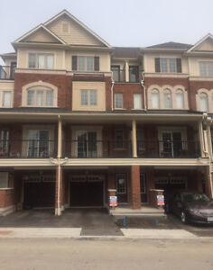 4 BEDROOM TOWNHOUSE near UOIT (students  welcome)