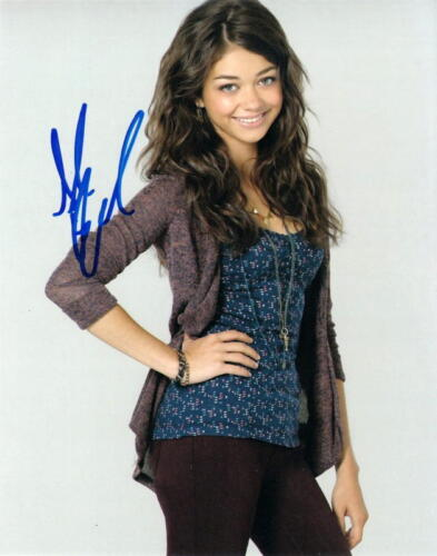 SARAH HYLAND.. Modern Family Cutie - SIGNED