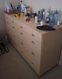 Mobler Dresser