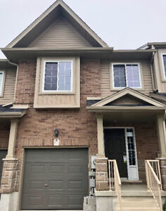 Townhouse for rent in Lackner Woods - Available Immediately!!