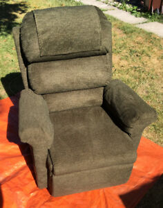 Like New   !!!!!!!!  PRIDE  Lift Chair SEE VIDEO