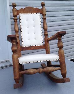 Deux belles chaises berçeuse a 65.00 chacune