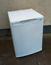 UNDERCOUNTER FREEZER : HOTPOINT, 60CM WIDE* DELIVERY AVAILABLE *