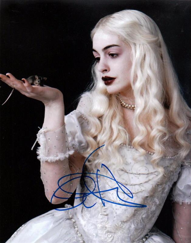 ANNE HATHAWAY.. Alice In Wonderliand - SIGNED