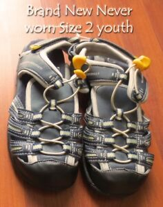 Boy's shoes size 2 youth