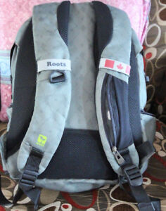 LIKE NEW ROOTS BACKPACK SIZE MED