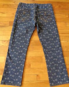 3/4 STRETCHY EMBROIDERED JEANS - Size M