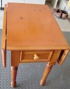 BROYHILL DROP LEAF END TABLE